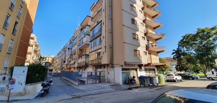 Locale a uso deposito in via Giuseppe Fanelli a bari in vendita