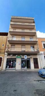 Ampio e luminoso quadrivani in via Ugo Foscolo in vendita a carbonara bari